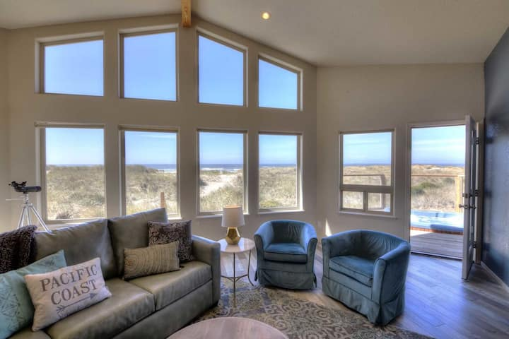 Oceanfront- Sleeps 14! Hot Tub! Dog Friendly, Direct Beach Access! Game Room!