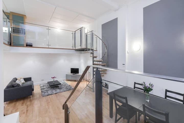 Amazing triplex two bed apt in central London close to Oxford Street (BPA)