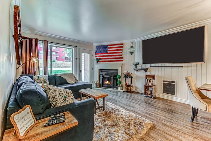 Charming relaxing retreat w/ shared sauna, community hot tub & more!
