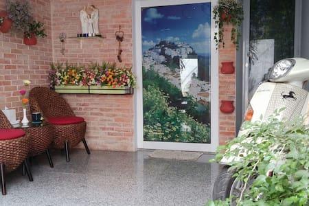 New modern service studio in Dist 3 - Ho Chi Minh City