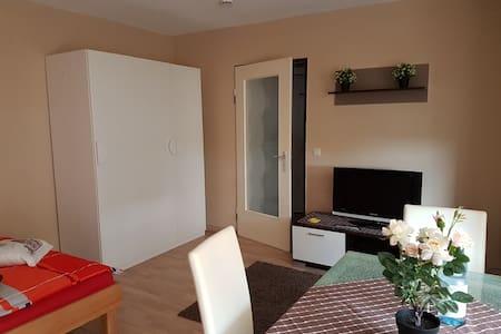 Komfortables,vollmöbl. Apartment - Sindelfingen - Apartamento