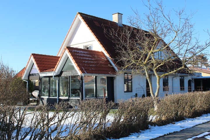 Family and animal friendly house close to airport. - Kastrup - Hus