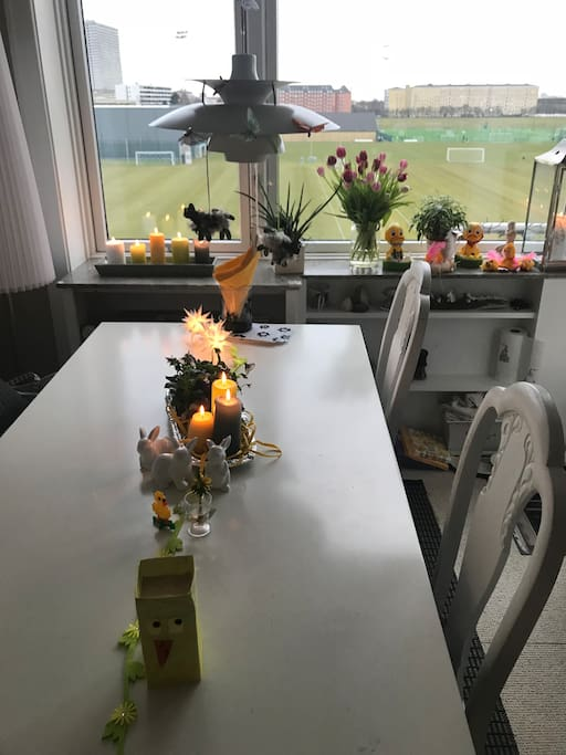 Dinnertable in the Livingroom, with a wiew direct to all Day Sun and FCK