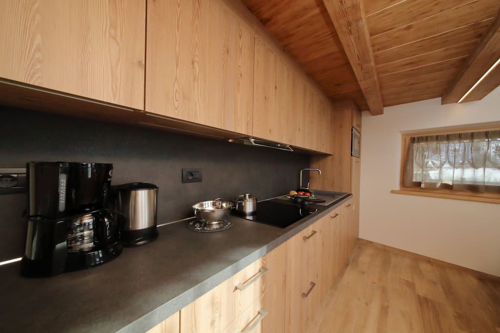 Fully fitted kitchen - with a dishwasher