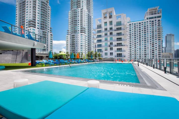 ★Stunning Condo w/Pool + Free Ride to Cruise Line!