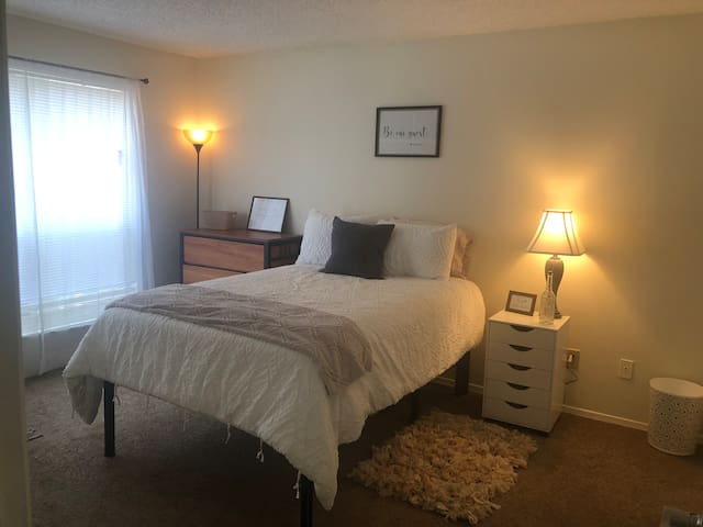 Cozy Master Bedroom Near UNC/ Private Bath
