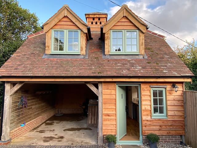 Whole annexe - rural location just outside Newbury