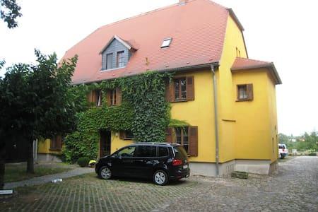 Schöne und ruhige Wohnung in der Altstadt - Merseburg (Saale) - Huoneisto