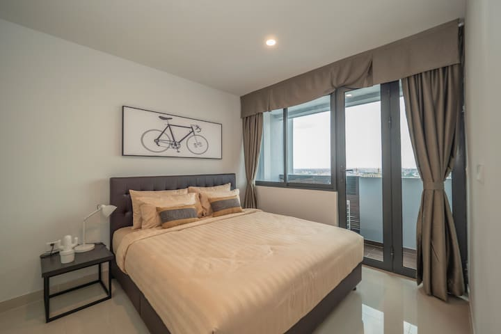 2 BR Apartment with High Floor Room
