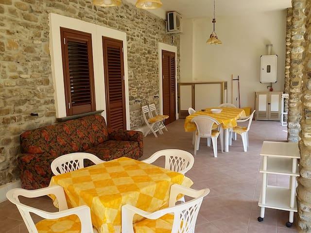 Pinarca giallo Acciaroli 5 posti letto e terrazzo