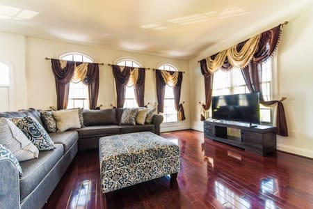 Luxury Town House 3BR 30m from DC - Gainesville - House