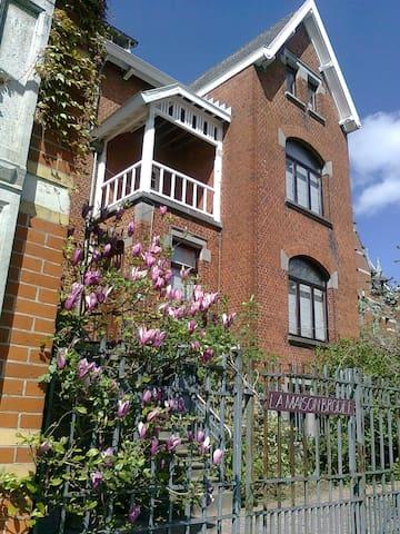 L'appartement de La Maison Brodée - Écaussinnes d'Enghien  - House