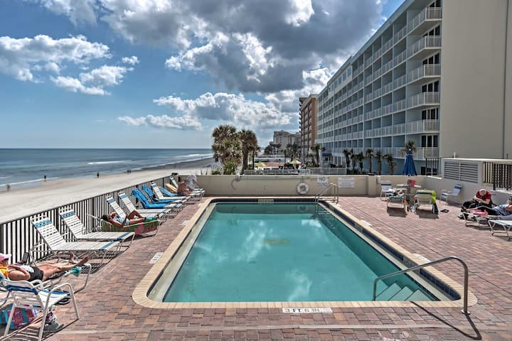 2BR Daytona Beach Condo w/ Ocean View - Daytona Beach Shores - Selveierleilighet