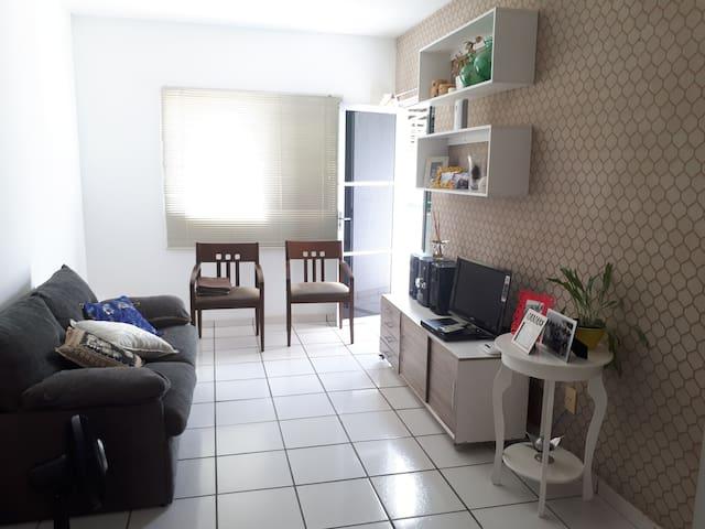Apartamento mobiliado.
