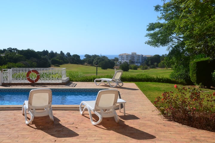 Villa Alto Golf Alvor by GalanteVasques