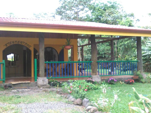 RIO CELESTE BACKPACKERS 2 - Bijagua - House