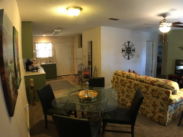 Spacious Condo Perfect for Relaxing & Privacy - Pensacola