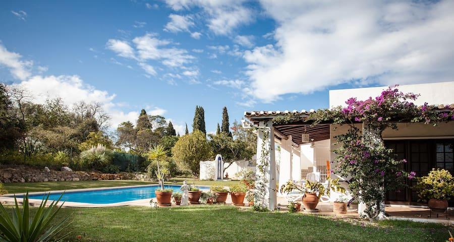 Charming villa,6 sleeps,private pool & big garden.