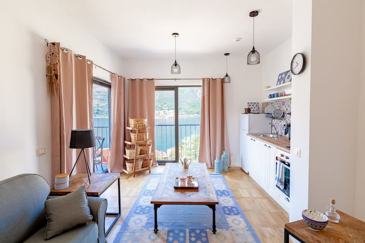 ★ BEACH APARTMENT WITH SEA -AND KOTOR VIEW