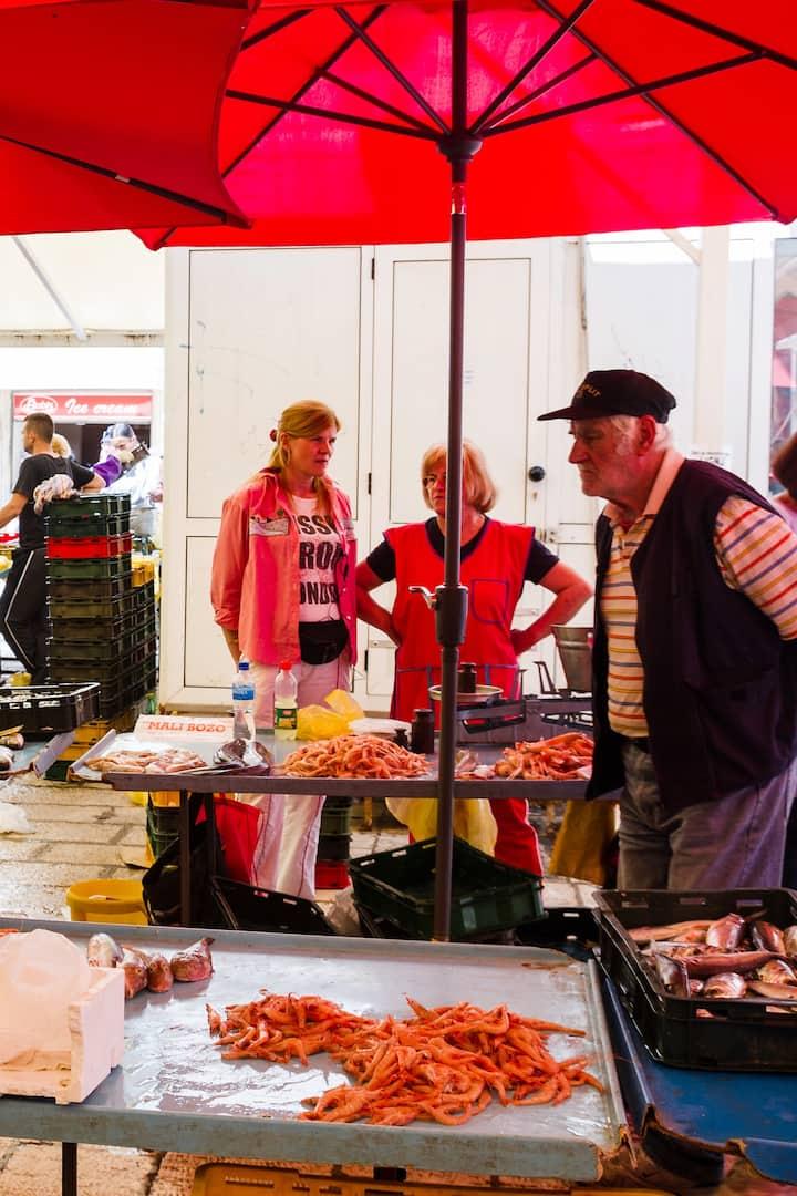 Split fish market