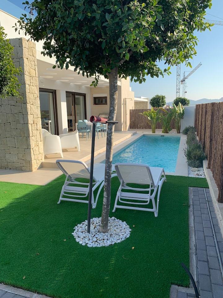 Villa op golfterrein met privé zwembad