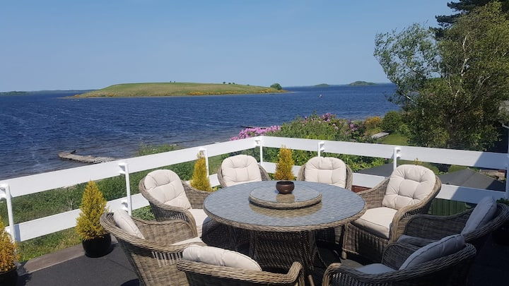 Beautiful Lakeside Home Oughterard - Water's Edge