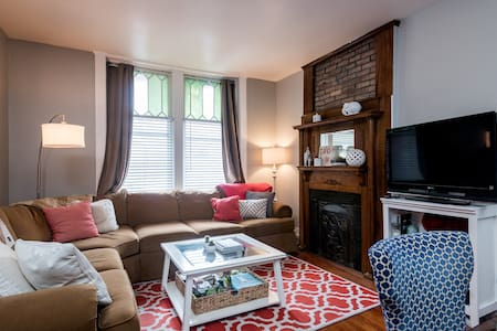 Hip Downtown Living! - Troy - Apartment