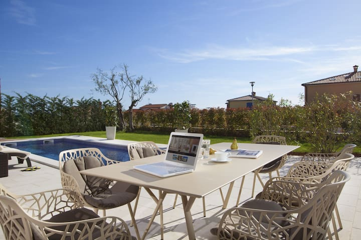 Villa Candida with roof terrace & panoramic view