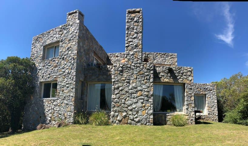 Casa de Piedra en Cruz chica