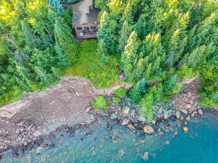 Nordkapp is a chalet style cabin on Lake Superior just a short drive from Lutsen Mountains