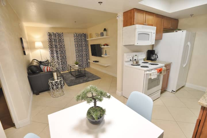 Lux 1BR Condo near Strip Patio+Pool+Laundry DR182