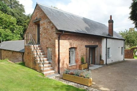 Stable Cottage set in grounds of Country Estate - Milverton