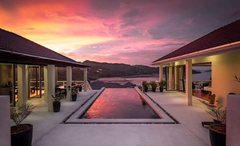 East Coast 5 bedrooms villa ocean view Barama bay