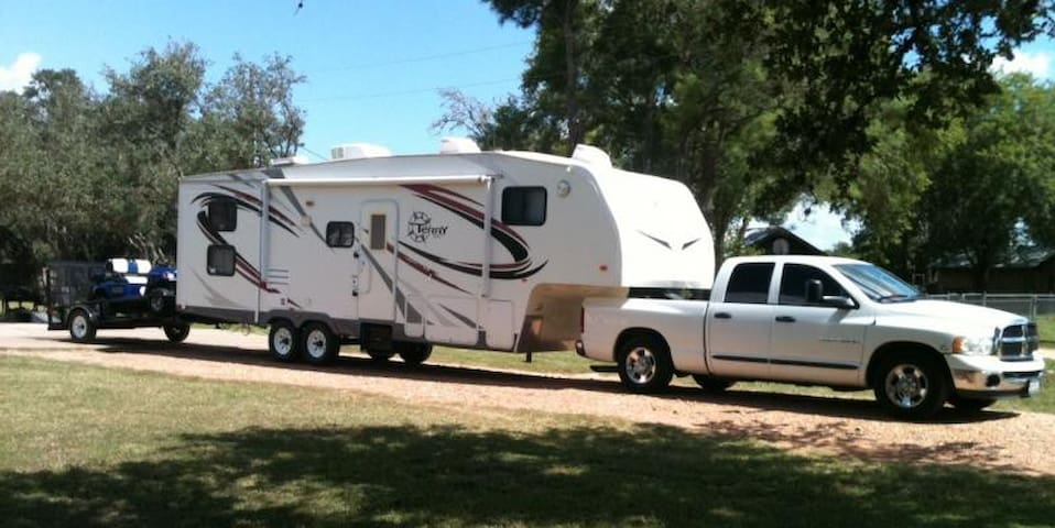 RV/TRAILER PARKING/ CAMPING VACANT LOTS