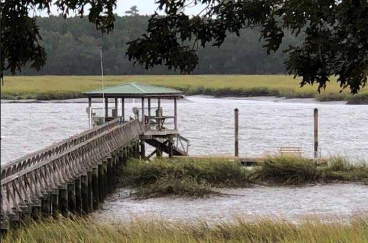 Salty Dream'inn, a deep water getaway