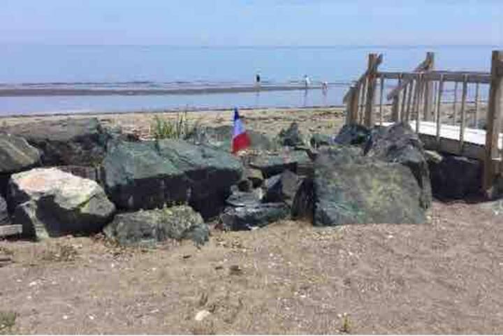 Roulotte spacieuse 2 c-à-c sur plage sablonneuse
