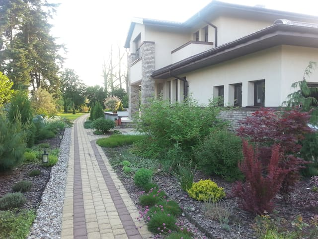 House with big garden & pool,  quiet neighborhood - Warszawa - Haus
