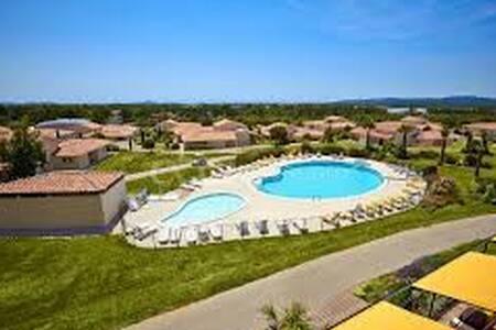 Villa 3P dans Parc de verdure - Signes - Mobilyalı daire
