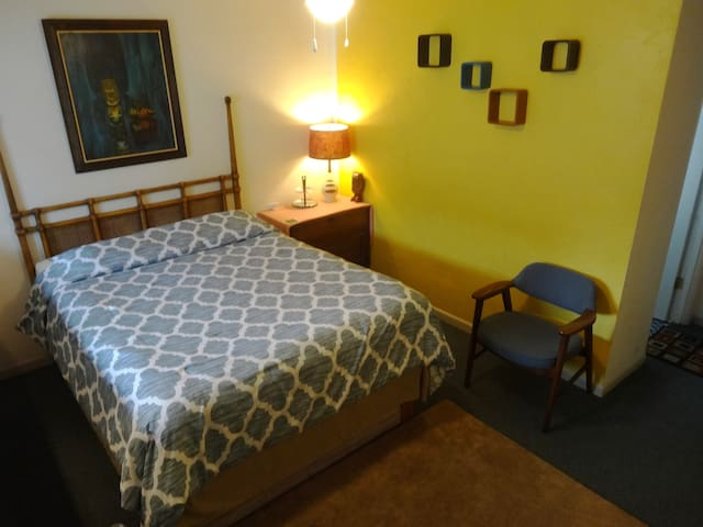 1960's Tiki Charm - Clean & Cozy! - North Bend - Daire