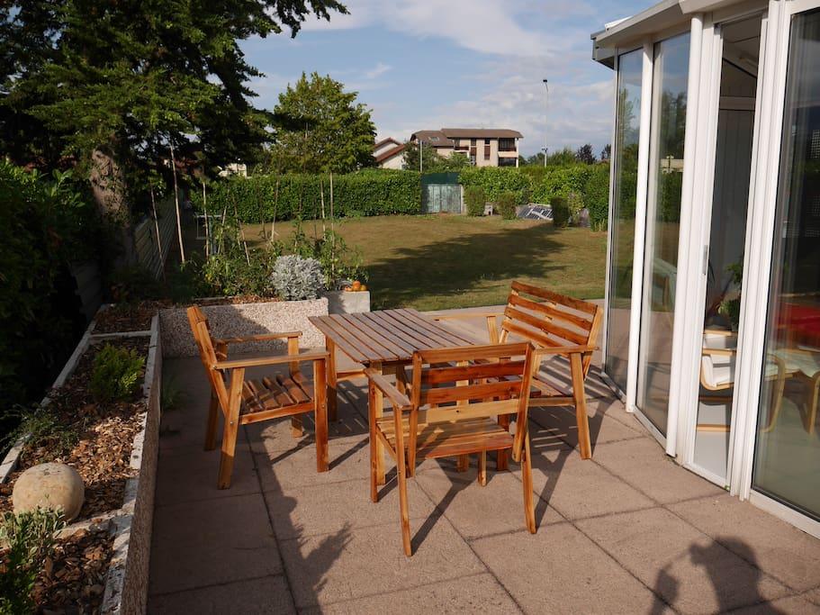 Bel appartement meubl dans villa villas louer ornex for Appartement meuble geneve