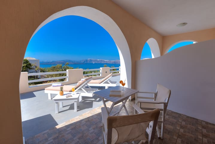 Akrotiri apartment with Caldera and Volcano view 2