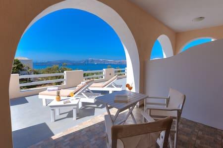 Akrotiri apartment with Caldera and Volcano view 2