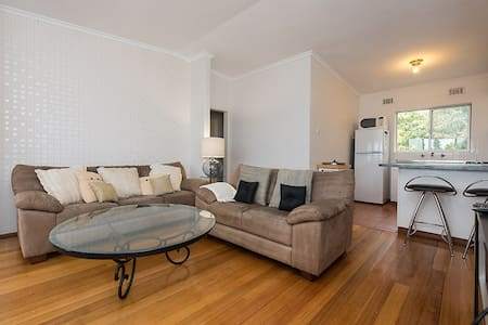 Cosy beach pad - Cottesloe