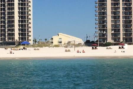 Paradise Awaits!  2-bedroom Beachside Condo for 6 - 奥兰治海滩(Orange Beach)