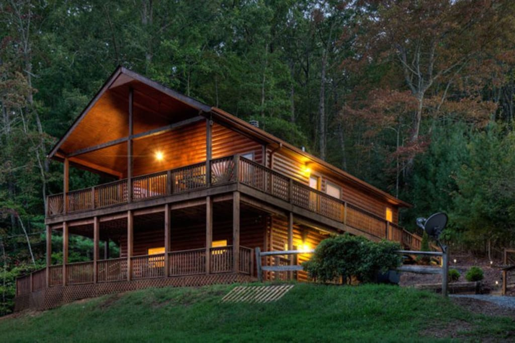 Appalachian escape cabins for rent in blue ridge for Large cabin rentals north georgia