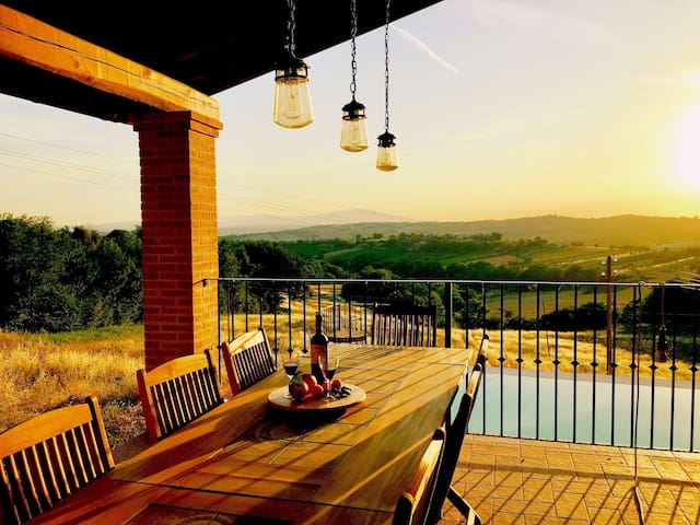 #Stunning Umbrian Farmhouse & infinity pool