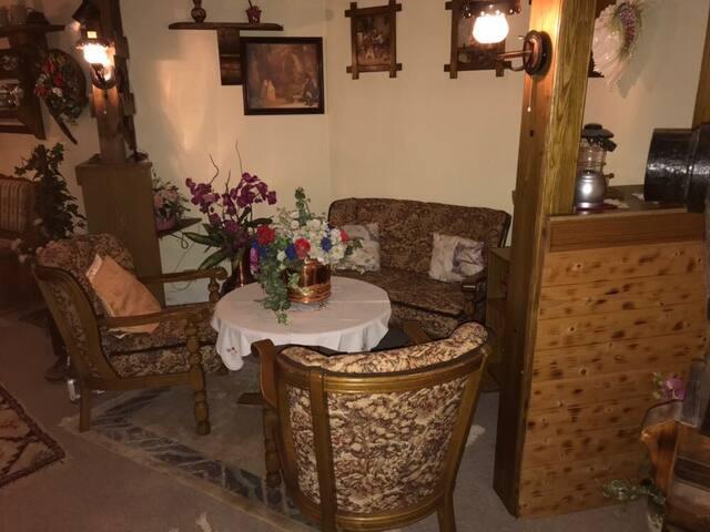 Einliegerwohnung mit Küche + Bad, evtl. Frühstück