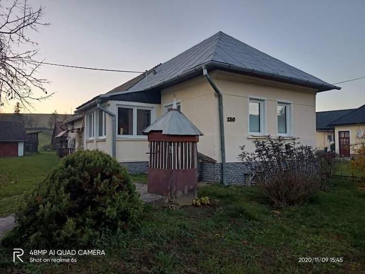 Starší rodinný dom v pôvodom stave na prenájom