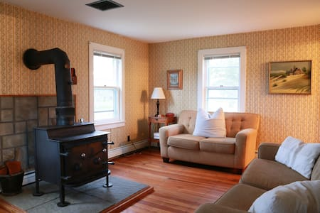 Cozy Hudson Valley Farmhouse - Accord