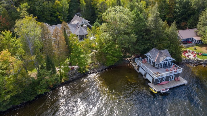 Bearhurst! A Stunning Lake of Bays cottage, perfect for your family retreat!